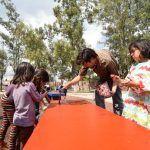Con programas de arte urbano unen a las familias