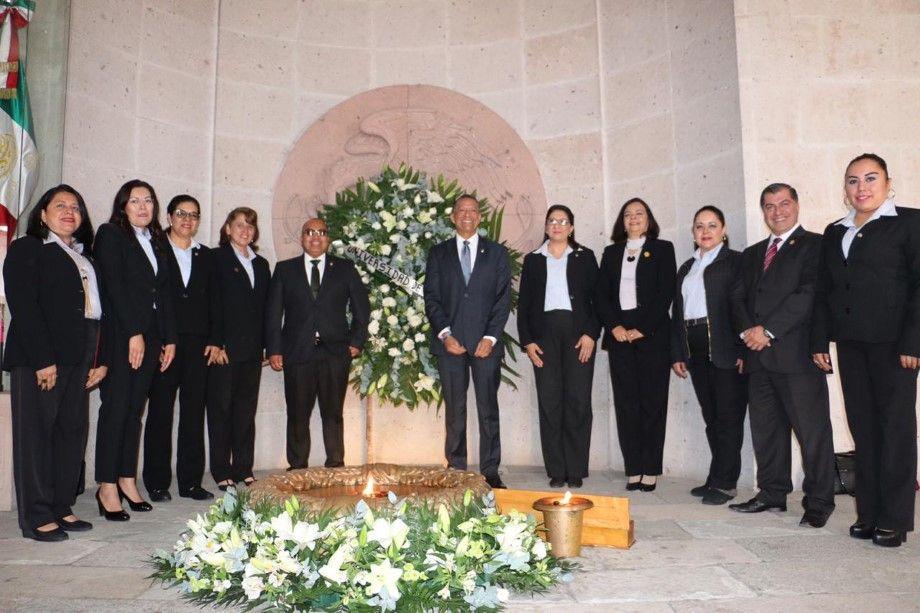 Photo of UG honra la memoria de héroes nacionales y universitarios ilustres al renovar el Fuego Simbólico de la Libertad