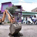 Alcalde Toño Arredondo da arranque a la pavimentación de la calle Santa Rita en Salamanca