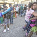 Migrantes de la comunidad LGBT son los primeros de la caravana en llegar a la frontera de Tijuana con EU