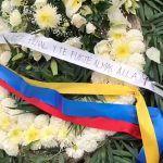 Aficionados llevan coronas de flores a Rayados por Día de Muertos