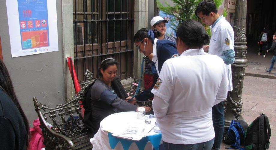 Photo of Estudiantes de la UG realizan pruebas gratuitas para detección de Diabetes tipo 2