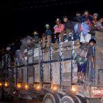 Desesperados, migrantes avanzan hacia Donají, Oaxaca