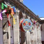 Fortalecen tradiciones con concurso de piñatas