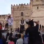 Alcalde de Yuriria le dice a los niños que los Reyes Magos son los papás