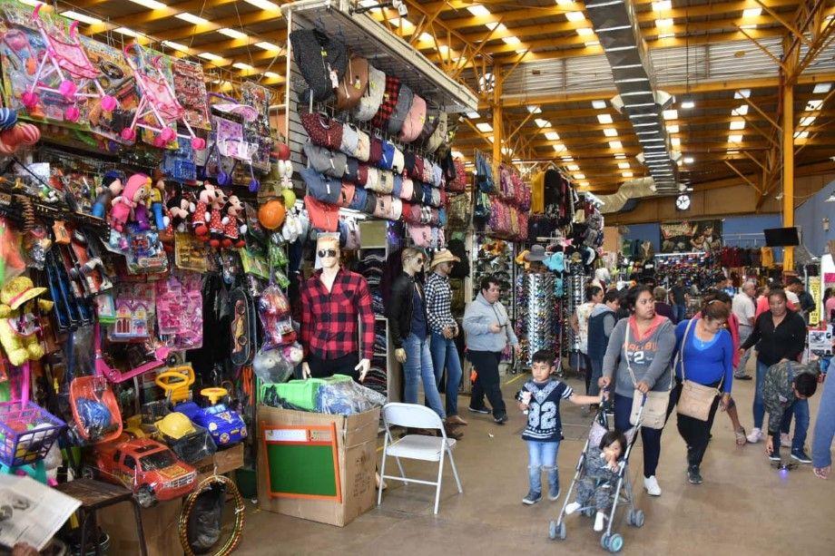 Photo of Apoyan a comerciantes de temporada