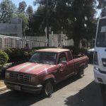 Filas de autos que esperan gasolina obstruyen paradas de camiones