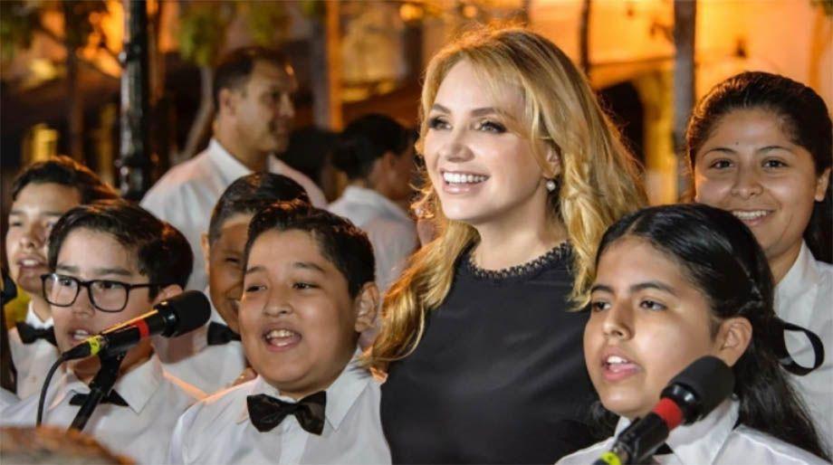 """Photo of Angélica Rivera estrena """"casa blanca"""" de casi 64 mdp en Los Ángeles"""