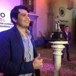 Alex de 26 años gana el premio Vasco de Quiroga