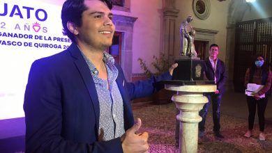 Photo of Alex de 26 años gana el premio Vasco de Quiroga