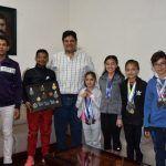 Samuel Cruz se reúne con atletas abasolenses