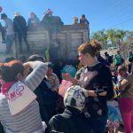 Atiende municipio caravana de migrantes a su paso por Pueblo Nuevo