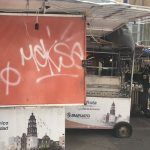Carritos de vendedores ambulantes deteriorados y vandalizados