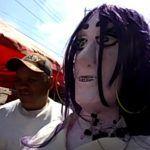 Mojiganga en la Feria, vendedor de cacahuates el resto del año