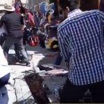 Con lujo de violencia inspectores arrebatan la mercancía de mujer indígena en Oaxaca