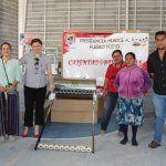 Entrega Larisa Solórzano calentadores solares a familias neopoblanas