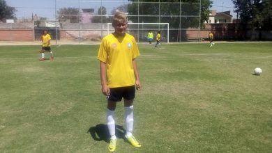 Noé Oñate Aguirre tiene 18 años, es originario de Cuerámaro, juega fútbol y es víctima de bullying y discriminación