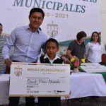 Refuerzan educación con la entrega de 579 Becas Municipales