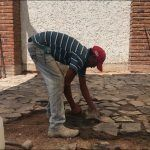 Don Tomás, albañil desde los 19 años; Día del albañil y Santa Cruz