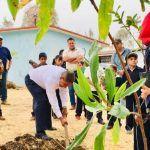 Plantan árboles frutales en escuela de Pénjamo