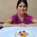 Vanessa, una joven cocinera aprendiz de su mamá