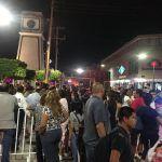 Ciudadanos inconformes por no dejarlos pasar al concierto de la inauguración de la Plaza Principal