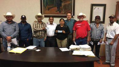 Photo of Entregan apoyos a ganaderos para comprar de sementales bovinos