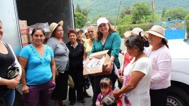 Photo of Entrega Larisa Solórzano leche y despensas a familias neopoblanas