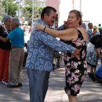 Danzoneros de corazón en plaza Clouthier de Irapuato