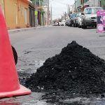 Desazolvan drenaje en calles de Pueblo Nuevo