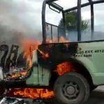 Huachicoleros queman autos y agreden a Guardia Nacional