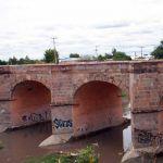 Abandonan cadáver en puente Tres Guerras, en Celaya
