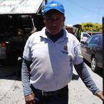 Guillermo Velázquez trabaja arreglando calles