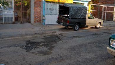 Photo of Hay más hoyos que asfalto en la Benito Juárez