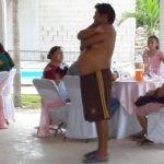"""Conoce la verdadera historia de """"El Panter"""", el señor sin camisa en la fiesta de XV años"""