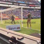 """El negro del """"Whatsapp"""" invade el estadio del Puebla"""