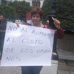Simpatizantes de Morena se manifiestan contra incremento a la tarifa de transporte