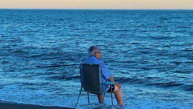 Photo of ¿Por qué se hace viral una fotografía de un anciano frente al mar?