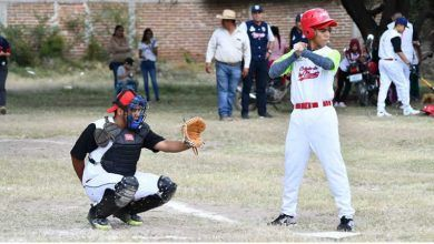 Photo of Participan familias en copa de béisbol