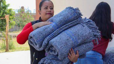 Photo of Regalan cobijas a personas en situación vulnerable