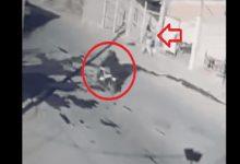 Photo of Le apuntan con pistola en la cabeza para secuestrar a su hijo; les pone una golpiza
