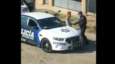 """Photo of Dan de baja a policías grabados recibiendo """"mordida"""" en Cuerámaro"""