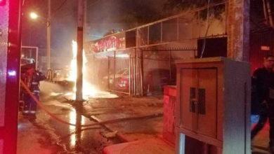 Photo of Atacan simultáneamente con coches bomba a Taquerías «Emilio´s» de Celaya