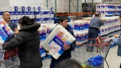 Photo of Por qué tanta gente compra desesperadamente papel de baño ante la pandemia del covid-19