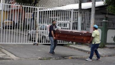 Photo of Ecuador: «aparecen muertos», en calles de contagiados por Covid-19